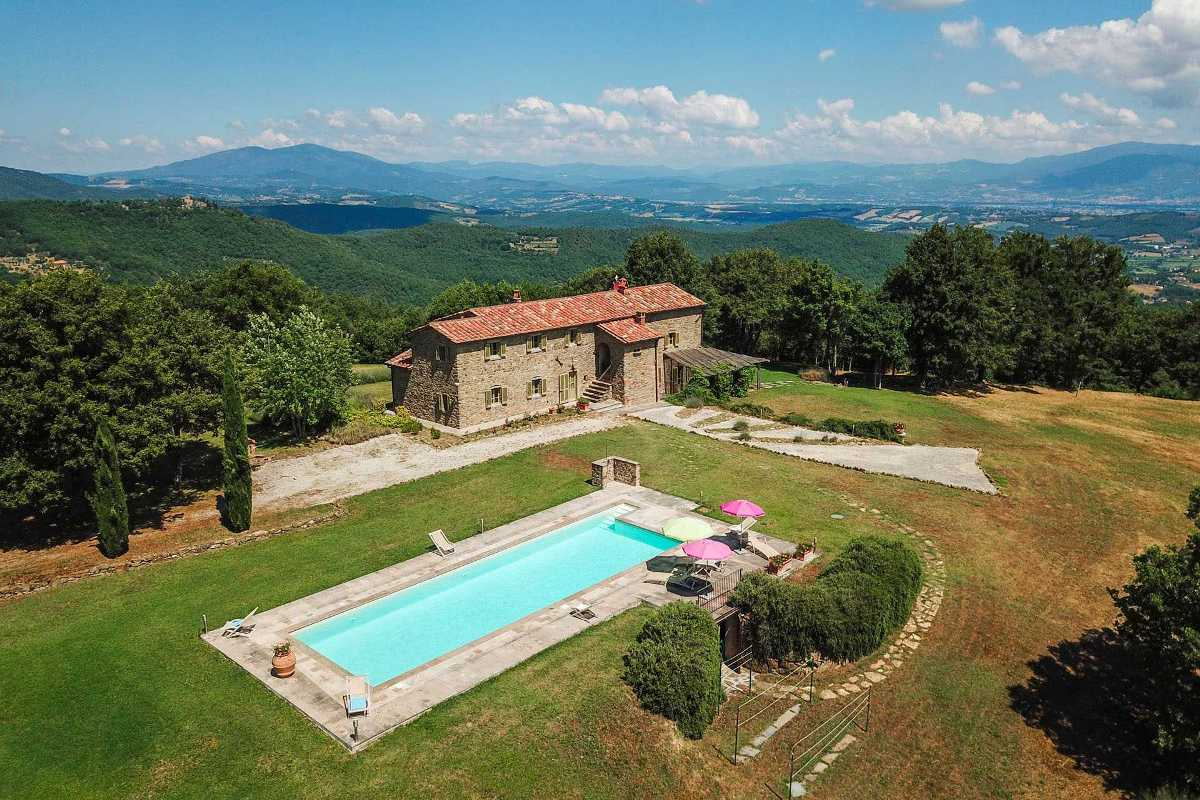 RUSTIC VILLA FOR SALE IN TUSCANY