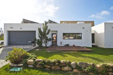 VILLA WITH GARDEN FOR SALE IN COLARES, PORTUGAL