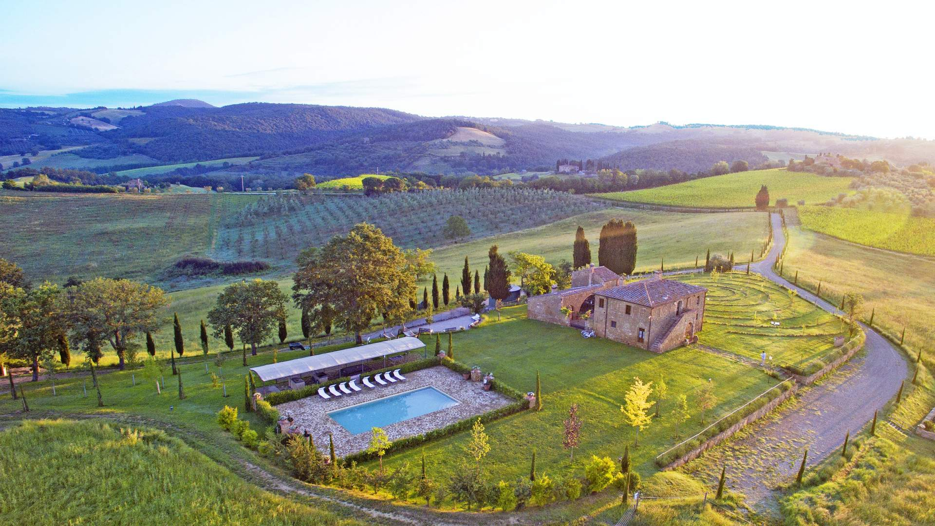 COUNTRYSIDE VILLA WITH 37 HECTARES OF LAND FOR SALE IN PIENZA